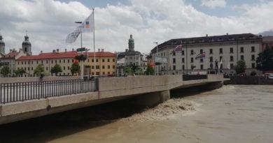 Hochwasser in Innsbruck - knapp unter der Brücke
